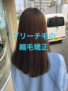 ブリーチ2回のくせ毛に縮毛矯正をかけた成功例。