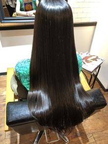 髪質改善でくせ毛は伸びない!縮毛矯正の方が手っ取り早いです