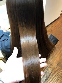 状態の違う髪への縮毛矯正アプローチ。お客様事例