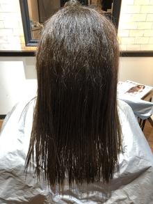 【捻転毛の縮毛矯正】ザラついた手触りもキレイに改善できます。